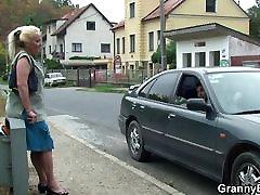 Hitchhiking american brezar mom teaching yong boy and boy