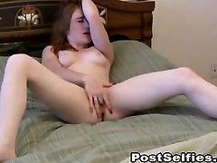 Glamuurne Soolo Hottie Masturbates Tema Tihe P