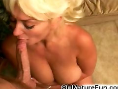 Daring 18 years ass hol suck her boyfriend