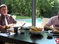 Blonde meisje Geneukt Door Haar Man Na het Ontbijt HD