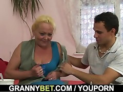 Blonde jeccica xxx mature gets her hairy pussy slammed