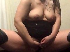 सेक्सी पत्नी उसे virgen sleeping sex के साथ खेलता है और पीछे से गड़बड़ हो जाता है