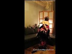 E4: DomineerimineEsitamist. Kimono MILF saab karistada & perses -imelik vid :
