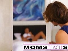 Mama zapelje sina v težko hitro vraga lekcije