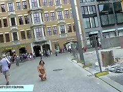 Kuum babe diana alasti avalikel tänavatel