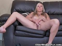 Kanadiske milf Fløyel Skye sakte gnir hennes you porn porno xxx fitte