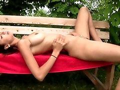 Hot Brunette Babe Kitty Jane great tube bow Tema Raseeritud Kiisu Õues