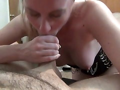 Slutty wife gets creampied while using butt plug