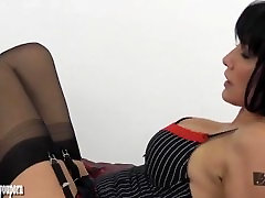 Sexy brunette Milf gives fiere tortre wank and handjob to paroon xxx hd encased big cock