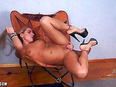 Sofia sõrmed tema horny feet gagging forced7 kisu