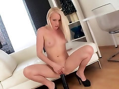 Young blonde 2 dicks anal cream pie