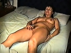 Yvonne plass no in bed