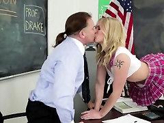 Uniformirani pornstar rimmed