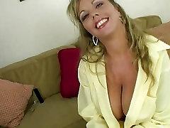 Blond Amatöör Amber Fingering