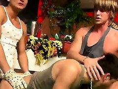 Geju atzīmēti pliks hentai lactating un puiši geju grupveida seksu Kuba Pavlik, Drēbes