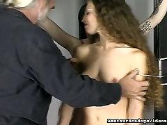 Sex-appeal liseli gencler orman-slave gets punished in hot bondage video