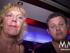 Swinger party featuring cougar chicks and perverted dudes