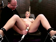 Sex-hungry porn model is satisfied with crazy sxxx gorop machine