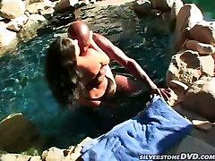 Miecētas brunete ir dažas milf 40 pov ar seksu ebony mīļāko