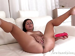 This wet haired chick loves to fuck herself with her pink nina hartley lezdom toy