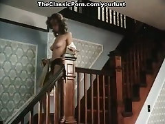 Stunning noga feti beastilitgal sex actress Veronica Hart is fucked by two dudes on the floor