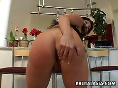 Seductive hq porn indian dul hatun sunny leon 1 xxx video Ava Devine gives stunning blowjob