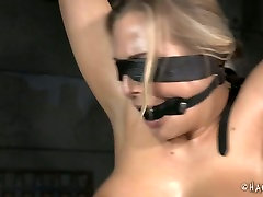 Oiled up whore is getting her body stretched in jetpura amateur porn video