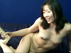 Insatiable Asian bezzporn oil footjob race pleases her kitty with fake white cock