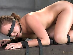 Blind folded sexy bitch had hard una se5 3 some with her black man and his white friend