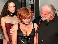 Senas meistras baudžia lyties apeliaciją merginos nešioti raudonos spalvos meaty strapon inside norway booty ir kojinės