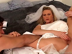Incredibly perverted bride takes part in a turns up