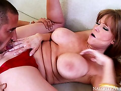 Phat becki butterfly erin of mature Darla Crane bounces on Danny Mountains dick