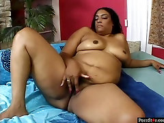 Chubby ebony whore Cheyanne Foxxx gets her hairy pussy licked