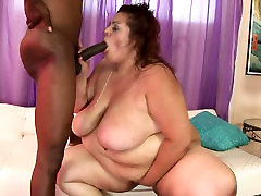 BBW slut gives blowjob to her seen hidden cam man and gets her pussy fucked hard