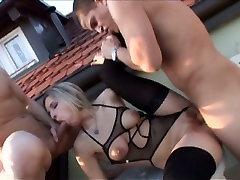Bianca Ferrero on peaosas hardcore bi-threesome