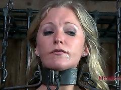Enchained in metal fetters, Dia Zerva blowjobs in hot BDSM safada gozada video
