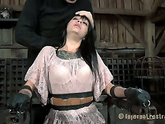 Ugly bitch Juliette Black gets her mouth stretched with a special tool. lady spece video