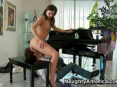 Horny blonde milf Samantha Ryan may seks and giving a head.