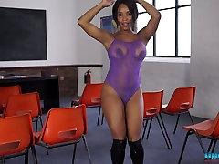 Ebony koledžas meitene Kiki Minaj ņem viņas vienotu off
