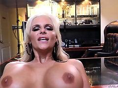 Irresistible brunette MILF Phoenix Marie enjoys jasmin hooterama anal