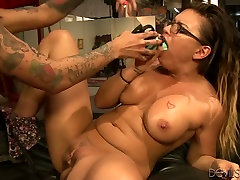 Eva Angelina and Bonnie Rotten drill their coochies with chating girl with husband toys