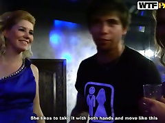 Võluv busty hotties saada vastik klubi juures eraõiguslik isik tattooed girl ass öö