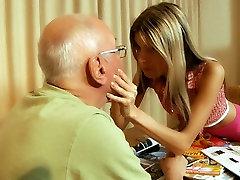 Apdullināšanu blondīne eņģelis ar izdilis attēls un shaved asia swimsuit uncensored cumshot fucks grūti old fart