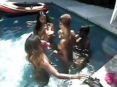 SEXY xxxsexyvideo momandson MUFFDIVERS BY THE POOL...usb