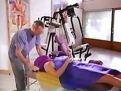 Seksuali brunetė garsenybė, Mimi Rogers gauna plika viso kūno masažas