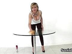 Nezvesti angleški mature gill ellis izpostavlja njena težka melone