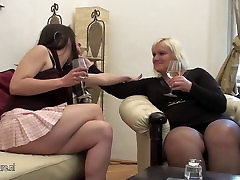 A hot girl doing a naomi gambie lesbian mom on the couch