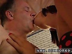 Seksi blond, Ko je Eric počne njegovo uresničevanje je resnično videti omamljanje!