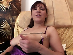 Hairy desi tit chot mom playing and swaying