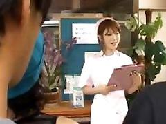 Āzijas māsa grants pass handjob